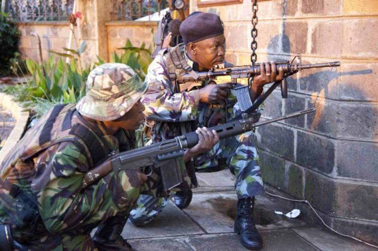 Las fuerzas armadas keniatas estrecharon ayer el cerco sobre los islamistas.