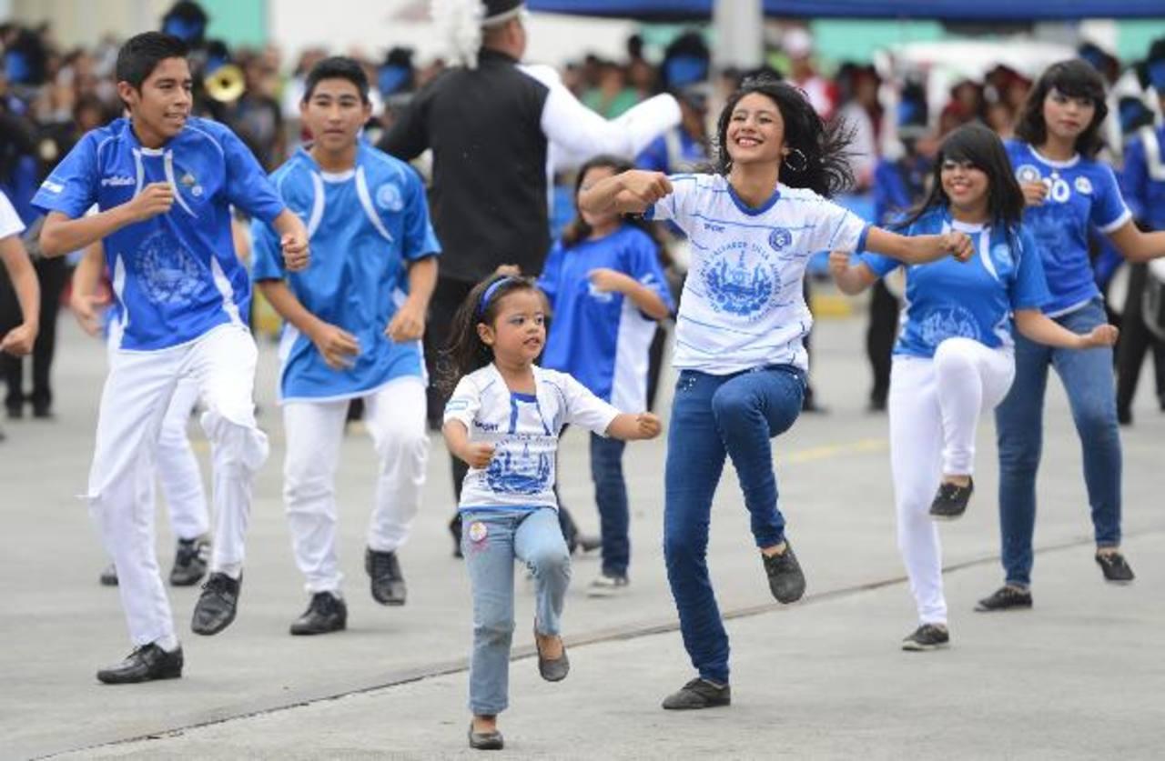 Bandas de todo el país y de Guatemala participaron de la décima competencia anual en el centro comercial Las Cascadas, en Antiguo Cuscatlán. Foto edh / Marvin Recinos