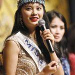 Miss Mundo 2012 Yu Wenxia de China en conferencia de prensa, donde se anunciaron los cambios del certamen de belleza.Miss Mundo 2012 y las aspirantes a la corona de este año.