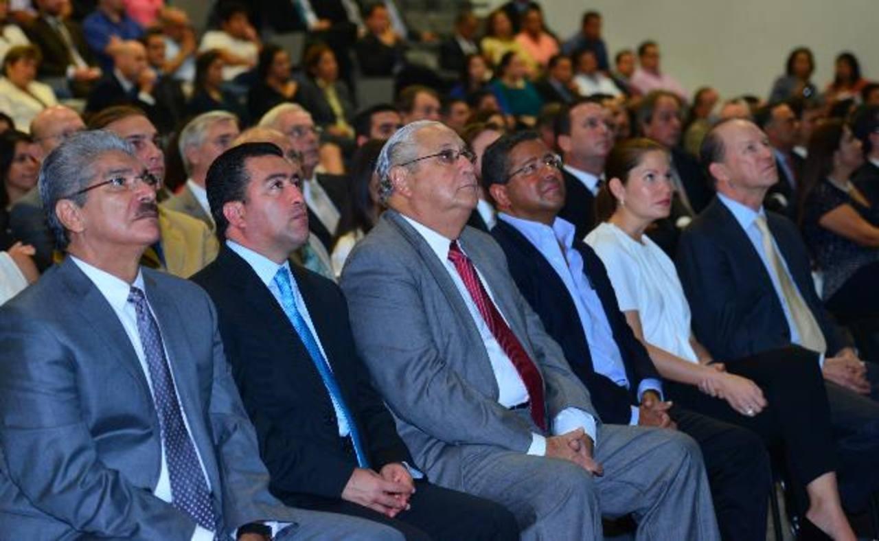 La fórmula presidencial de ARENA junto a expresidentes y al Rector de la ESEN, Ricardo Poma. Foto EDH / Omar carbonero