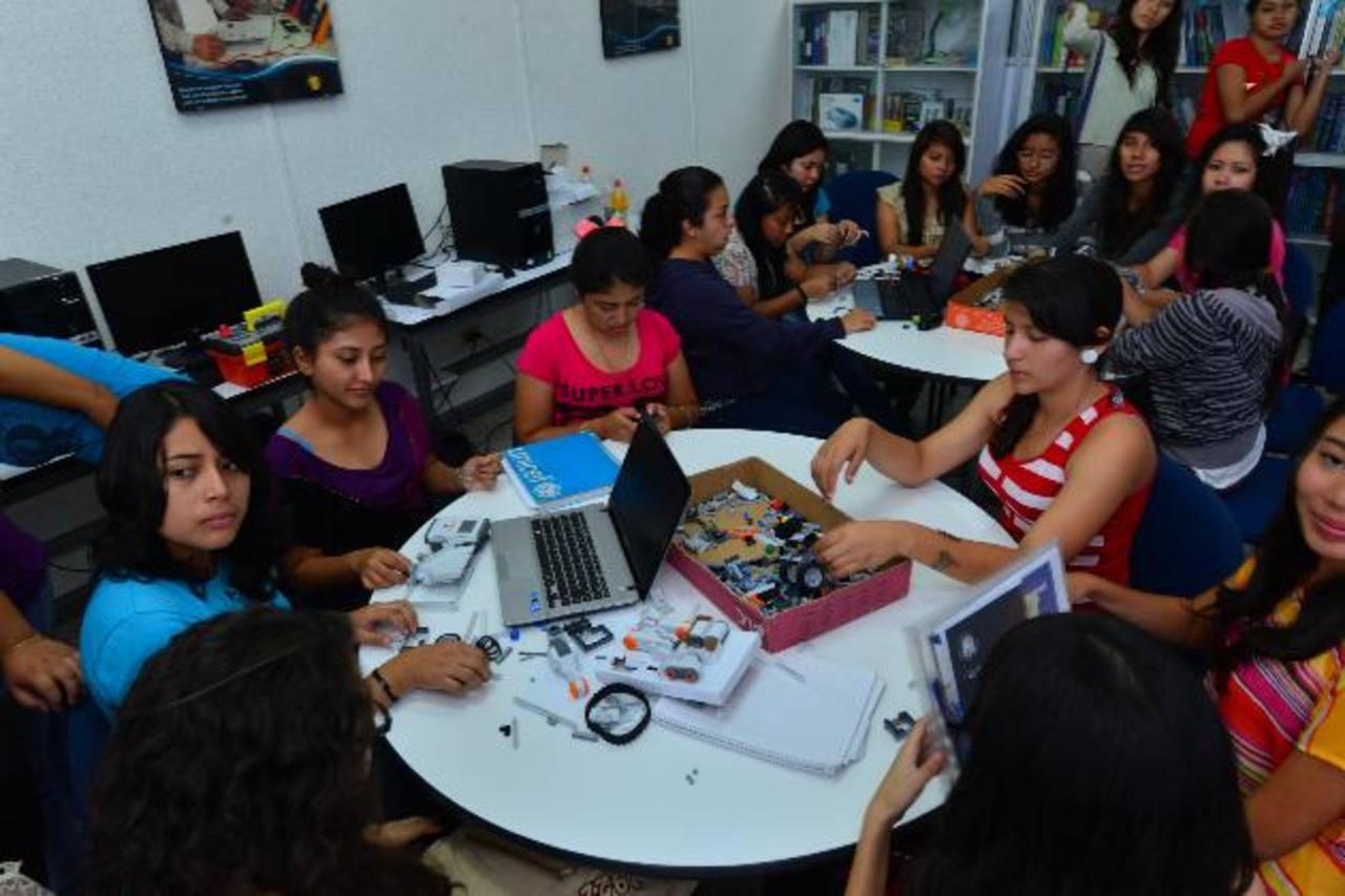 Bajo el sistema de acreditación de la calidad de la educación se consideran las mejoras que los centros tienen en todos sus ámbitos, entre ellos procesos, tecnología e innovación.