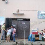 Muchos usuarios de la Unidad de Salud Doctor Tomás Pineda Martínez se encontraron ayer que no había consulta por el traslado que tendrá el dispensario. foto edh / CRISTIAN DÍAZ