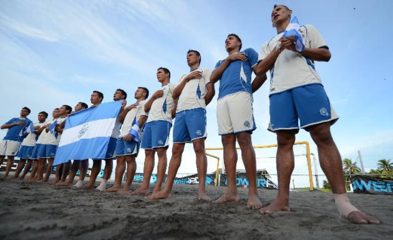 Con los ánimos muy en alto, los jugadores salieron tras la pesca de un sueño. Foto EDH /Mauricio Cáceres.