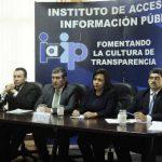 En la foto (de izquierda a derecha), los comisionados del Instituto: Jaime Campos, Mauricio Vásquez, Carlos Ortega, Herminia Funes y José Ayala.