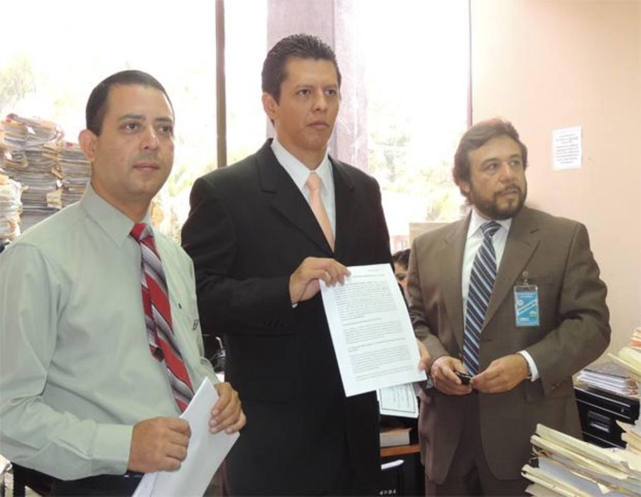 Los abogados consideran que la Sala de lo Contencioso no es competente para resolver legalidad de elección. Foto EDH