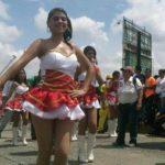 El desfile estudiantil en San Salvador. Foto vía Twitter Ángela Castro