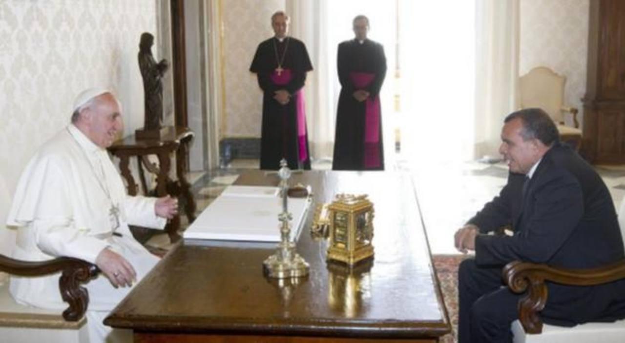 El papa recibe al presidente de Honduras