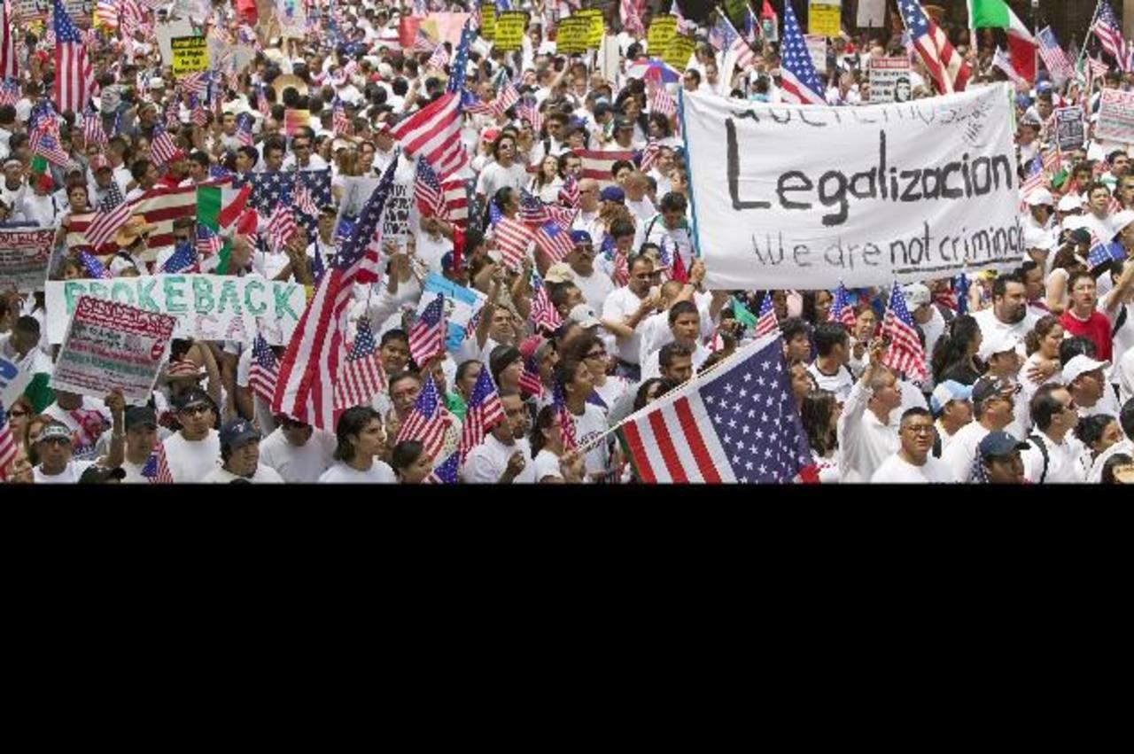 Estados demócratas están ayudando a migrantes. edh