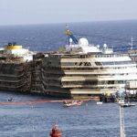 El barco crucero fue enderezado completamente en una operación sin precedente de 19 horas. Foto/ AP