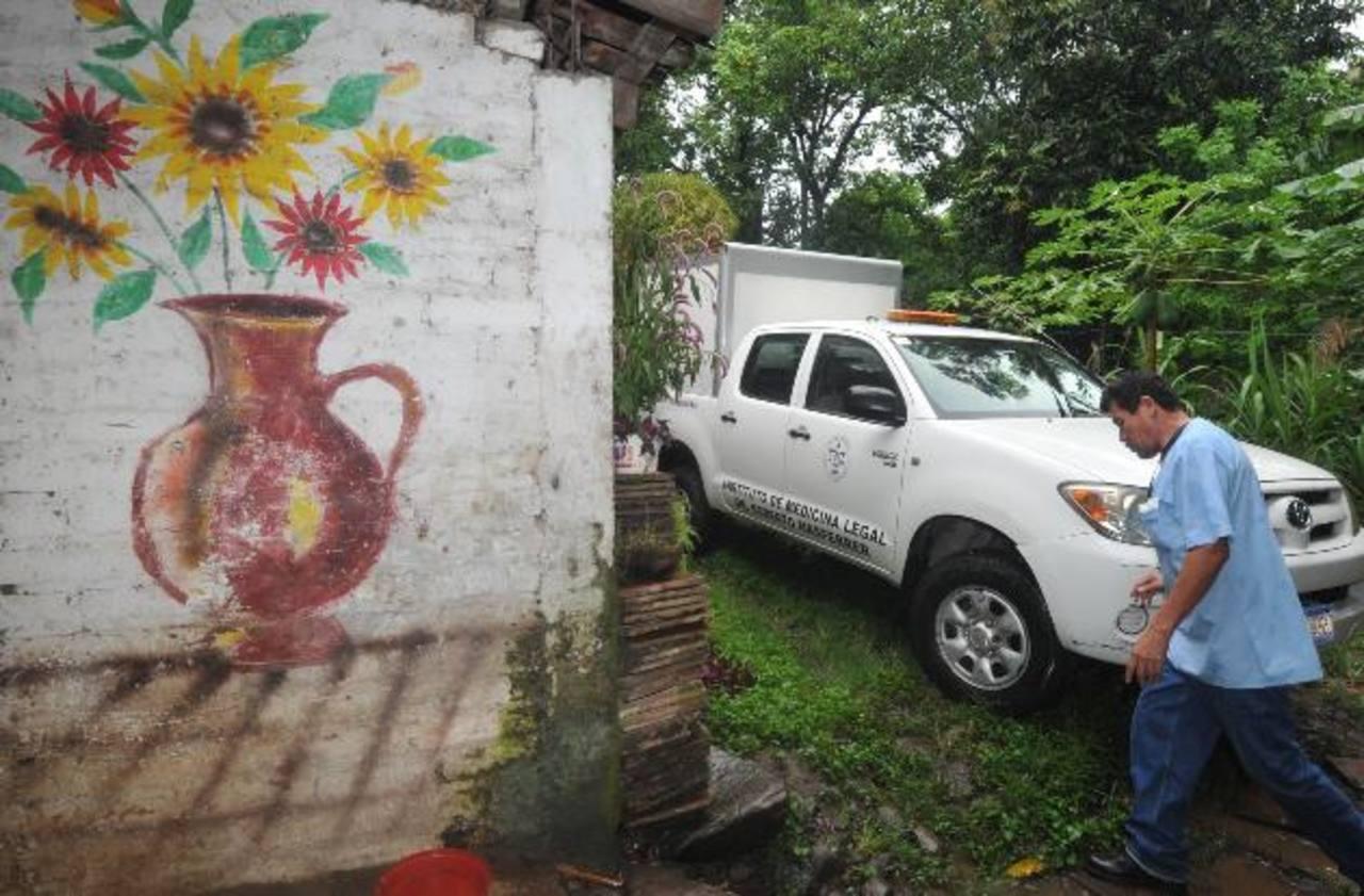 Luis Alberto Vásquez fue atacado cuando preparaba su venta de artesanías en el municipio de Guazapa, al norte de San Salvador. Otras cuatro personas fueron asesinadas en todo el país, según el registro de la Policía. Foto EDH / Ericka Chávez.