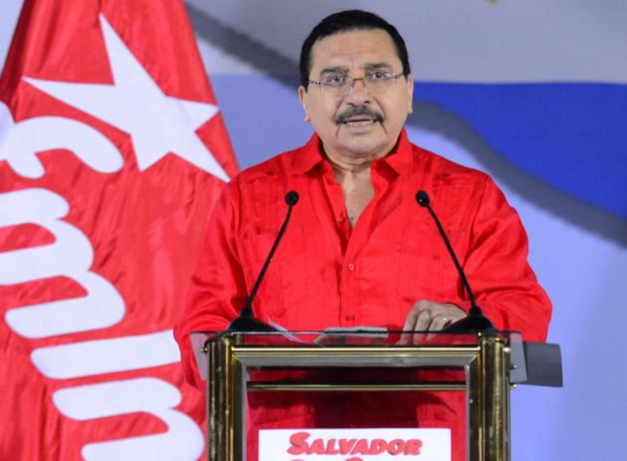 Medardo González defendió que al negociar el Estado con Petrocaribe se obtendrían $640 millones para planes sociales. foto edh