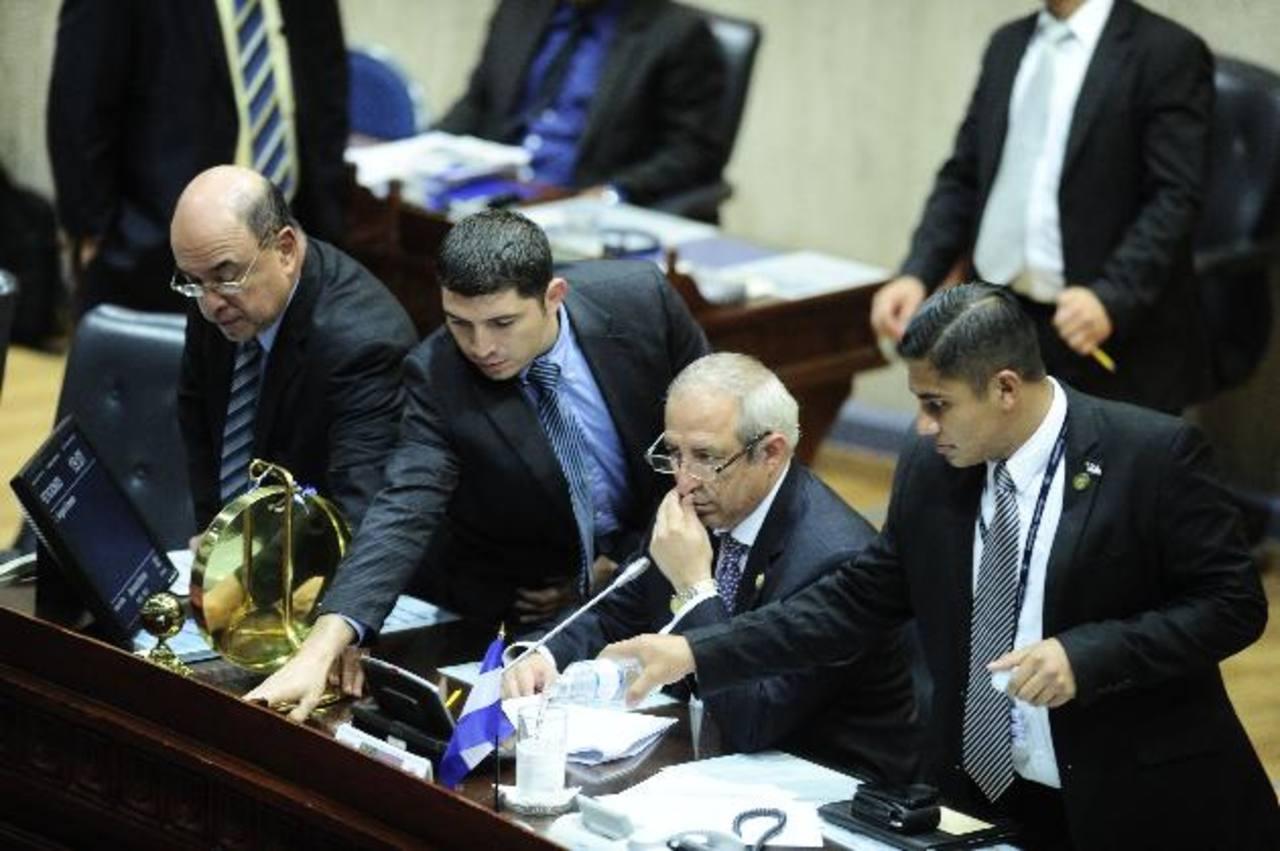 Multan a Sigfrido Reyes y a Junta Directiva con $9,324