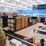 Ayer estaban ultimando detalles para la inauguración de este viernes de Walmart Escalón. fotos edh / mauricio cáceres