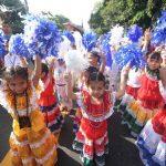 Los alumnos de la Escuela Francisco A. Gamboa desfilaron con diversos trajes típicos de la región Centroamericana. En total marcharon 40 niños de la institución. Foto EDH / Marlon Hernández
