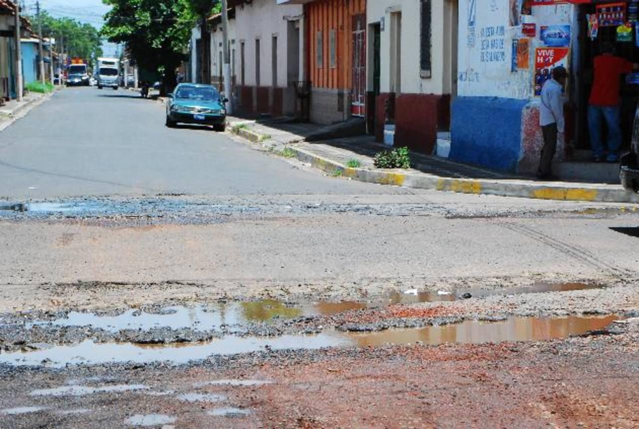 Las calles migueleñas no reciben mantenimiento desde hace cuatro años y están en ruinas. Foto EDH / Francisco Torres