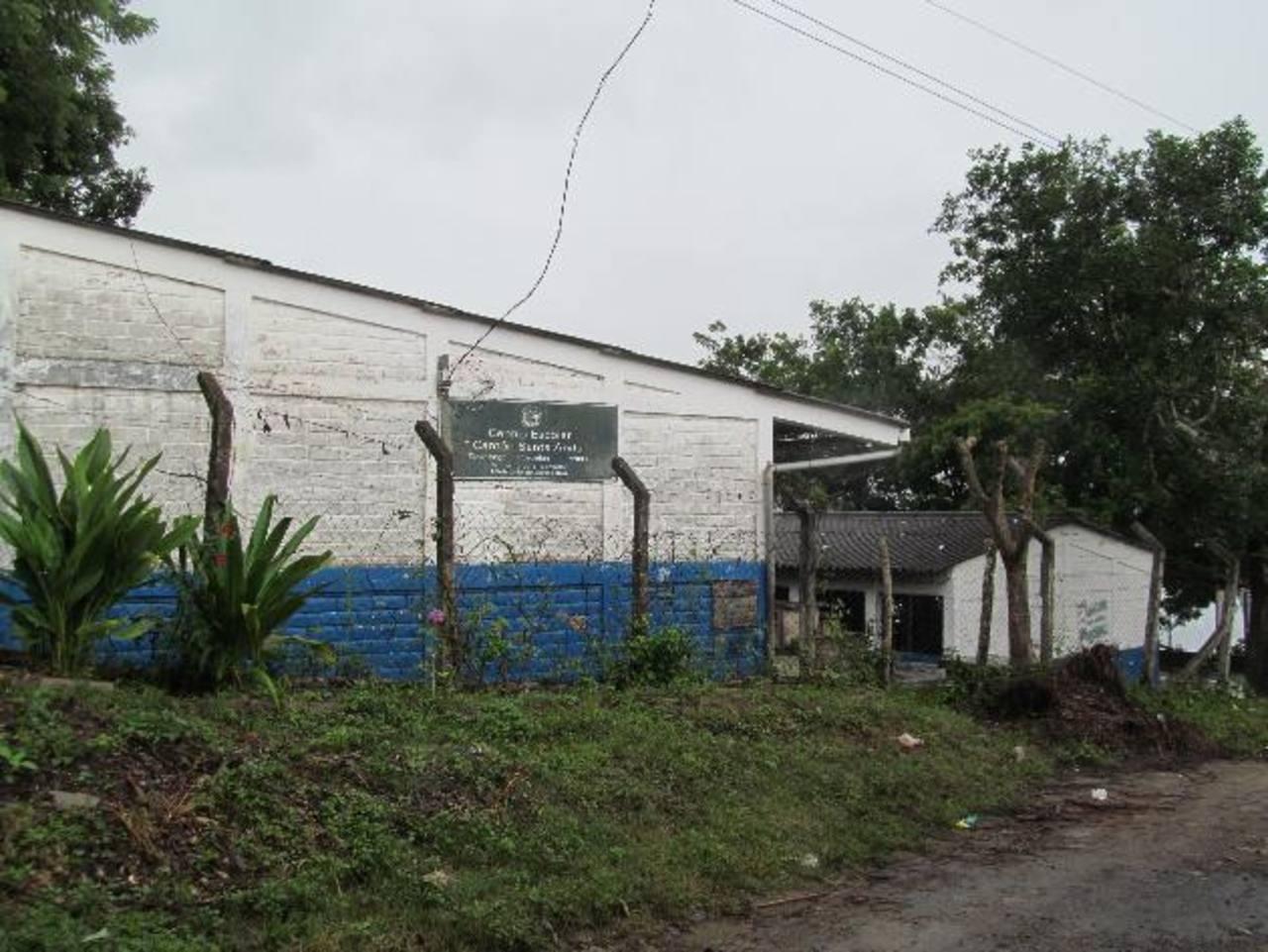 Tres maestros han salido huyendo de la escuela del cantón Santa Anita, en Tenancingo.