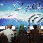 Iraníes navegan en un cibercafé en Teherán. Foto/ AP