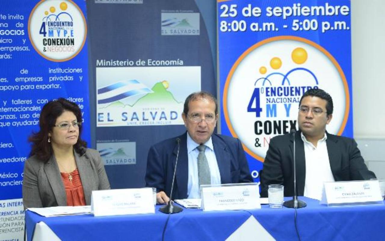 Funcionarios brindan declaraciones referentes al encuentros de los medianos empresarios. foto edh / Marvin recinos