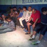 Unos 30 sospechosos fueron arrestados esta madrugada en San Salvador. FOTO EDH Cortesía PNC.