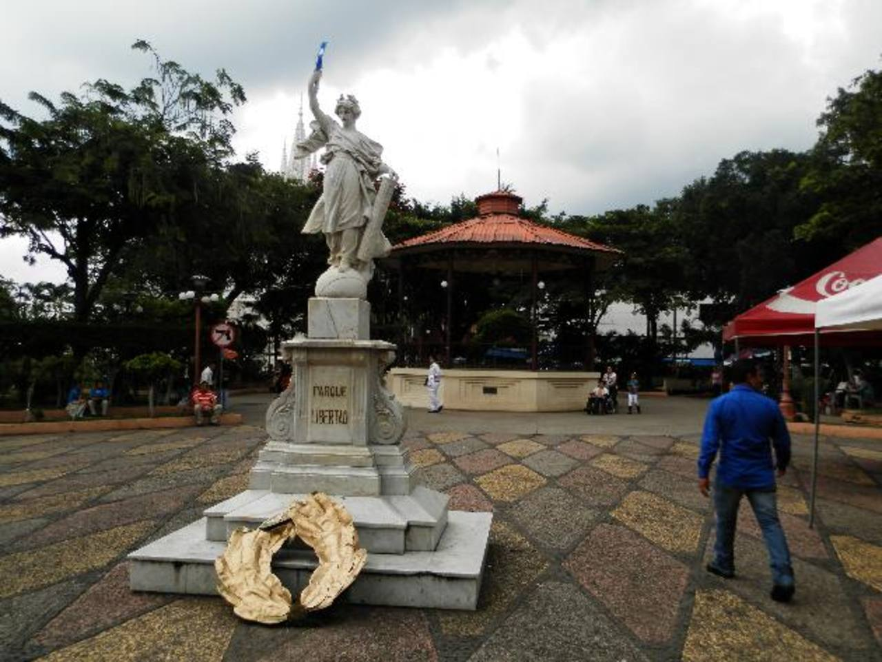El parque Libertad e Isidro Menéndez son los que aún están pendientes de ser intervenidos. Foto EDH / Milton Jaco