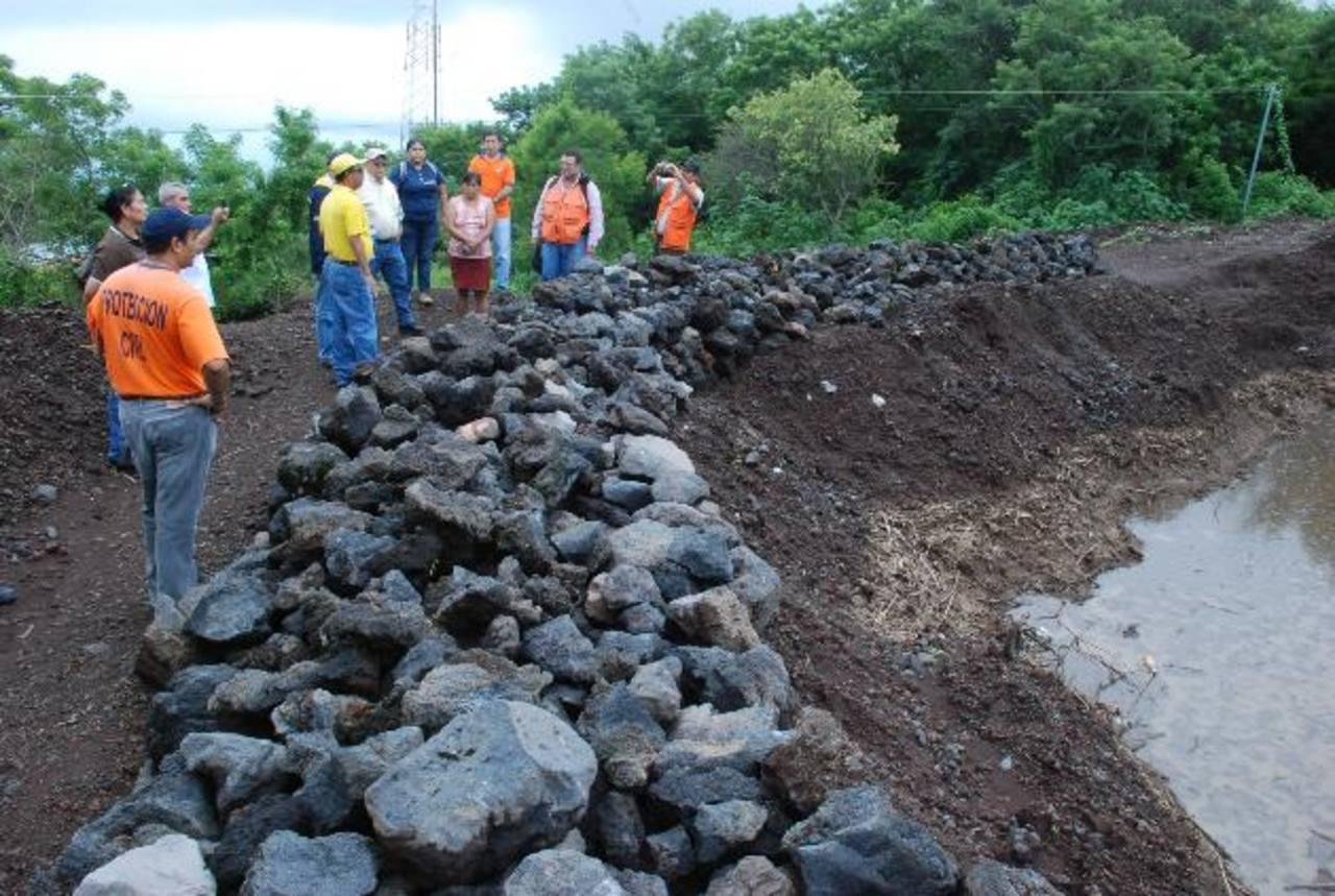 Autoridades del Ministerio de Obras Públicas y expertos de la Agencia de Cooperación del Japón (JICA) realizaron una inspección de campo en el volcán Chaparrastique.fotos edh / carlos segovia