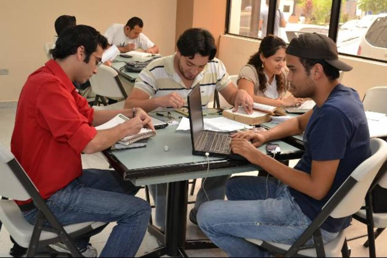 La Comisión de Acreditación de la Calidad de la Educación Superior impulsa la mejora continua de los centros. Foto EDH / ARCHIVO