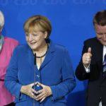 Angela Merkel (al centro).