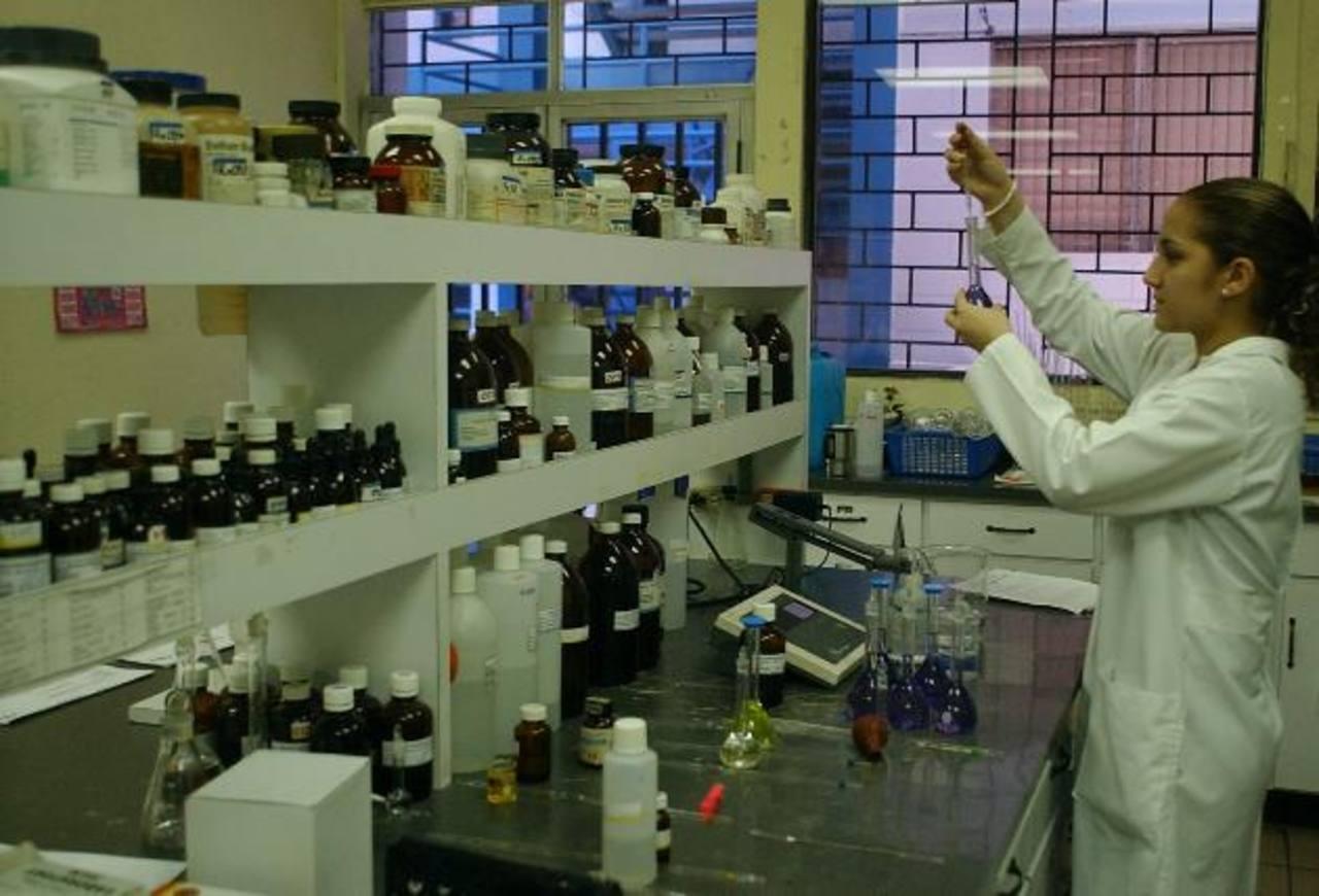 Los centros de educación superior tienen que invertir más en investigación.
