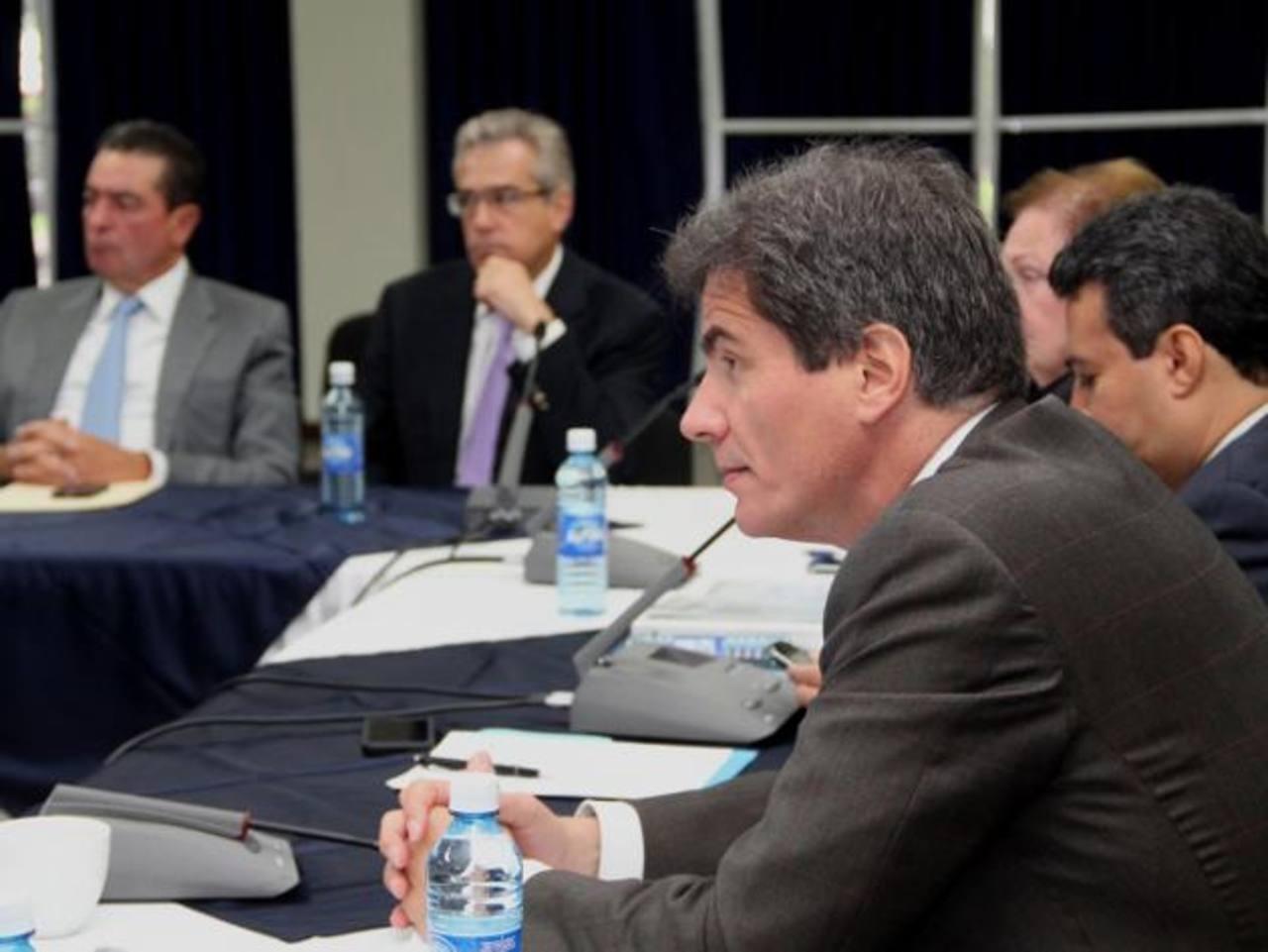 José Fernández se reunió con los empresarios que forman el Consejo Nacional para el Crecimiento. Foto EDH / cortesia