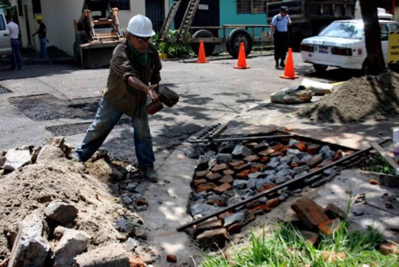 La reconstrucción de aceras y el mantenimiento de las calles han sido los principales trabajos. foto edh / cortesía