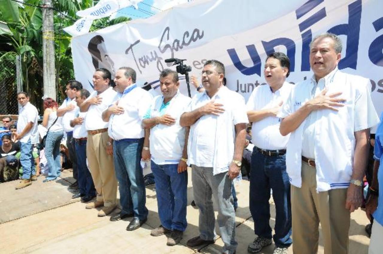 Antonio Saca estuvo ayer en Zacatecoluca donde ofreció mantener los programas sociales. foto edh / cortesía