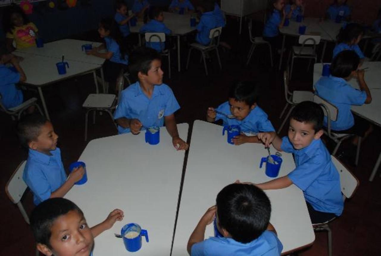 Alumnos disfrutan ahora de mejores condiciones en las escuelas. Foto EDH / cristian diaz