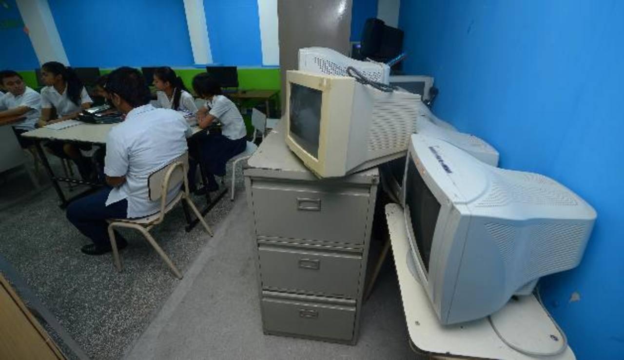 Centros educativos limitados de recursos e infraestructura
