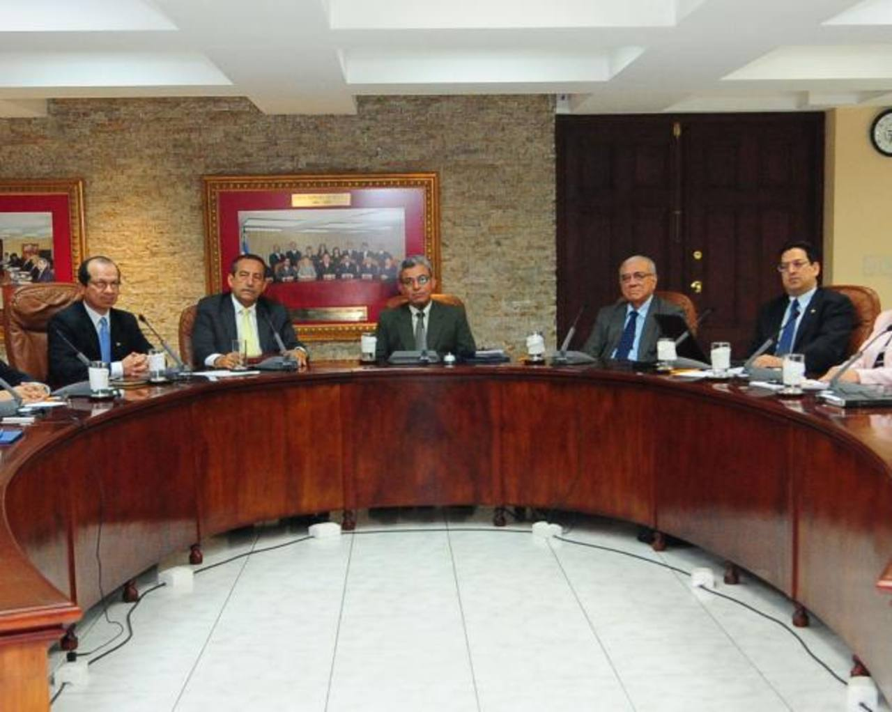 Sala Constitucional: magistrados Sidney Blanco, Florentín Meléndez, Salomón Padilla, Belarmino Jaime y Rodolfo González.