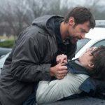 """Hugh Jackman (izquierda) y Paul Dano en una escena de """"Prisioneros"""". Foto/ AP"""