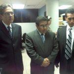El exministro de Obras Públicas, David Gutiérrez, presentó la demanda contra Hugo Barrera esta mañana. Foto vía Twitter Mauricio Cáceres