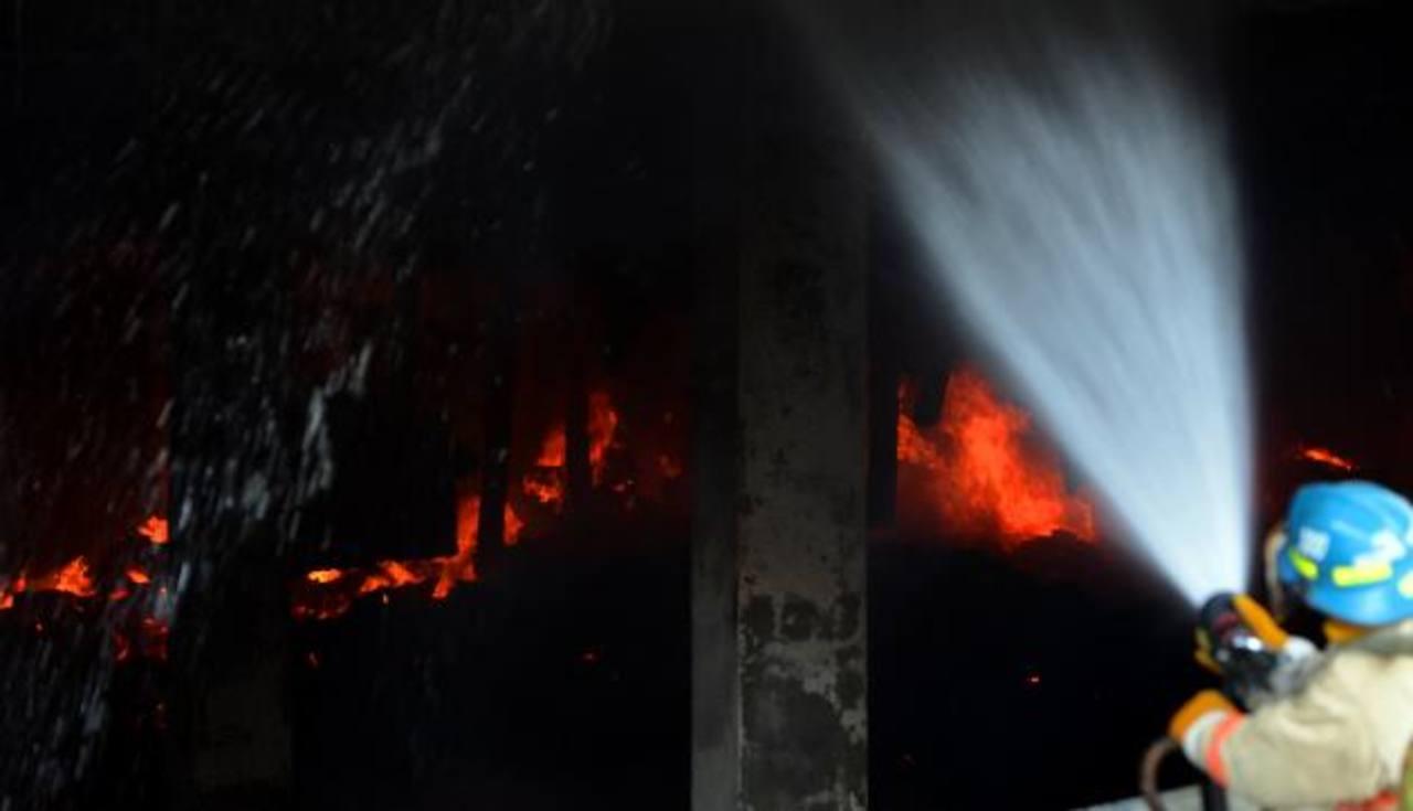 500 personas quedarían sin empleo por incendio