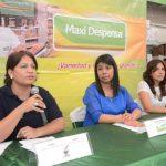 Maybea Isabel Reyes, Patricia Martínez y Guadalupe Quintanilla, de Maxi Despensa.