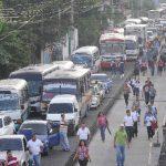 El congestionamiento de ayer en el bulevar del Ejército se debió a protestas. Pero podría agravarse en los próximos días. Foto EDH /claudia castillo