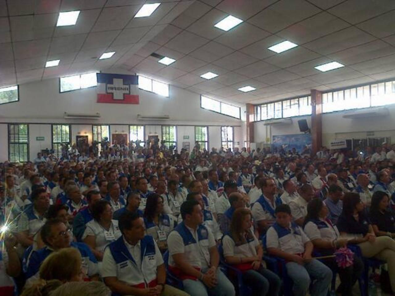 Más de 500 asambleístas participaron en el evento de ARENA. Foto cortesía de @vcameyito