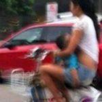 Detenida por amamantar a su hijo de 18 meses y conducir moto a la vez