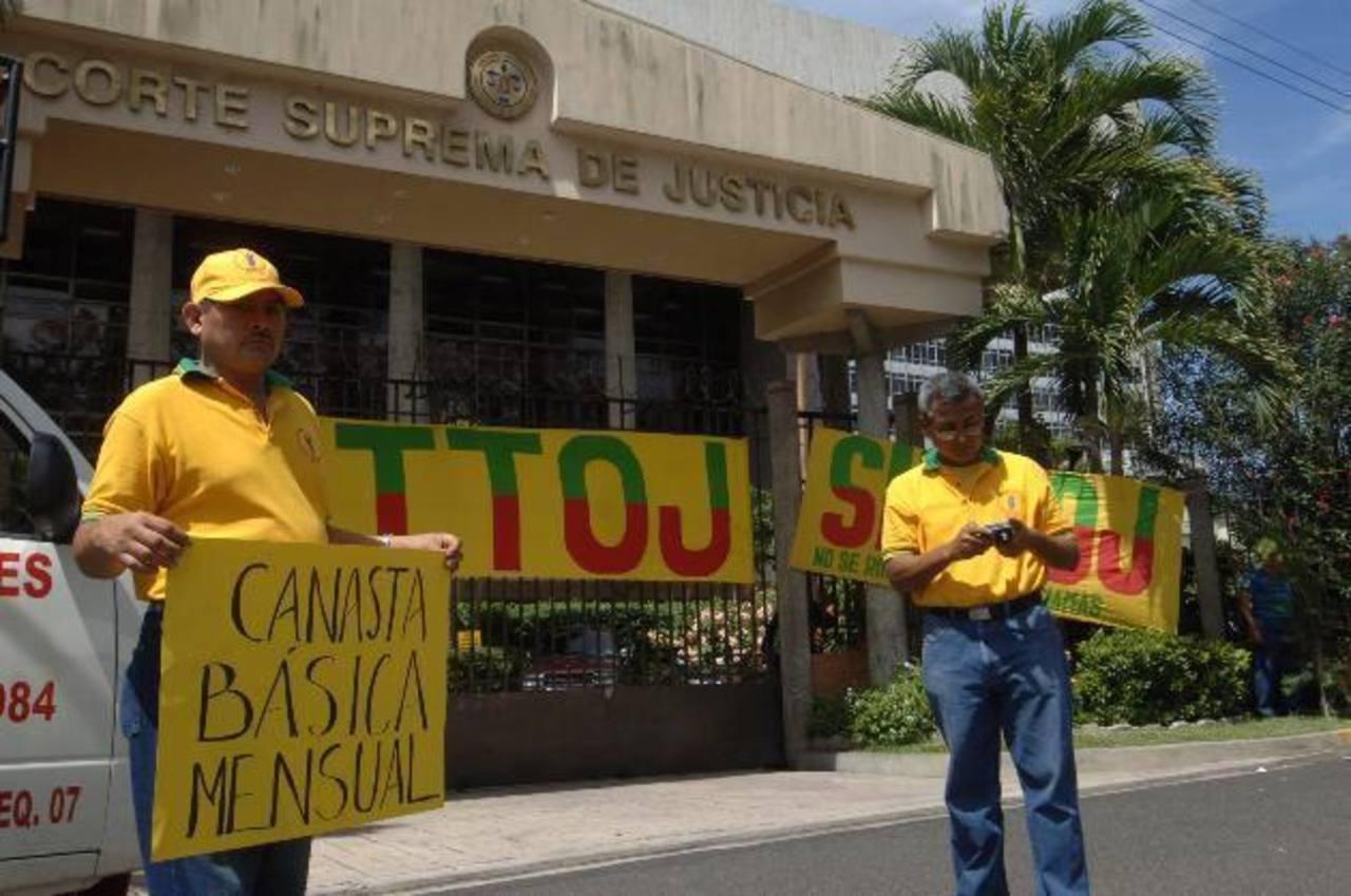 Empleados del sector justicia exigen pago de bono