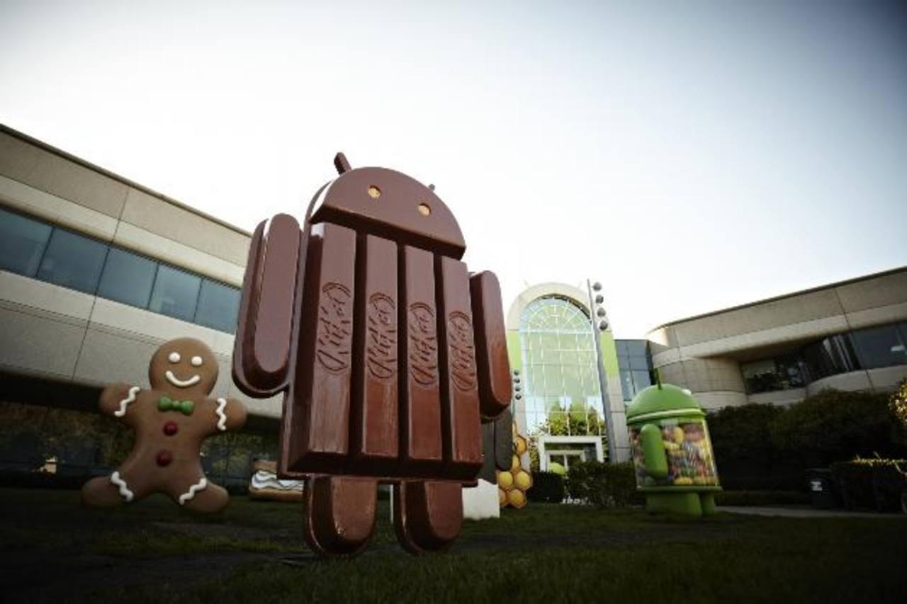 Google, cuya costumbre es nombrar sus sistemas operativos como postres, eligió el de Kit Kat para su nueva versión. foto
