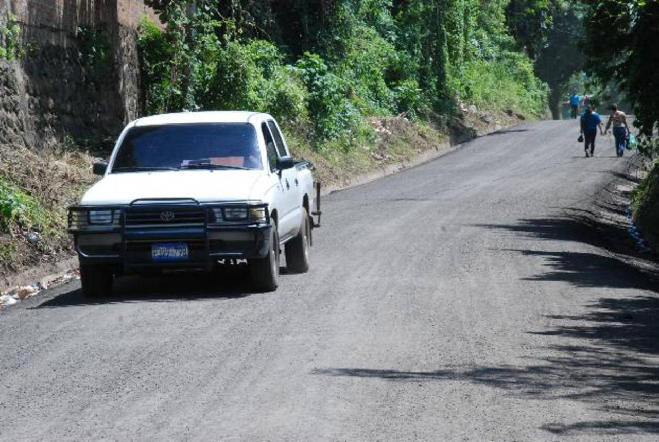 La vía antigua a Santa Elena fue mejorada en su totalidad por el Fondo de Conservación Vial. Foto EDH / carlos segovia