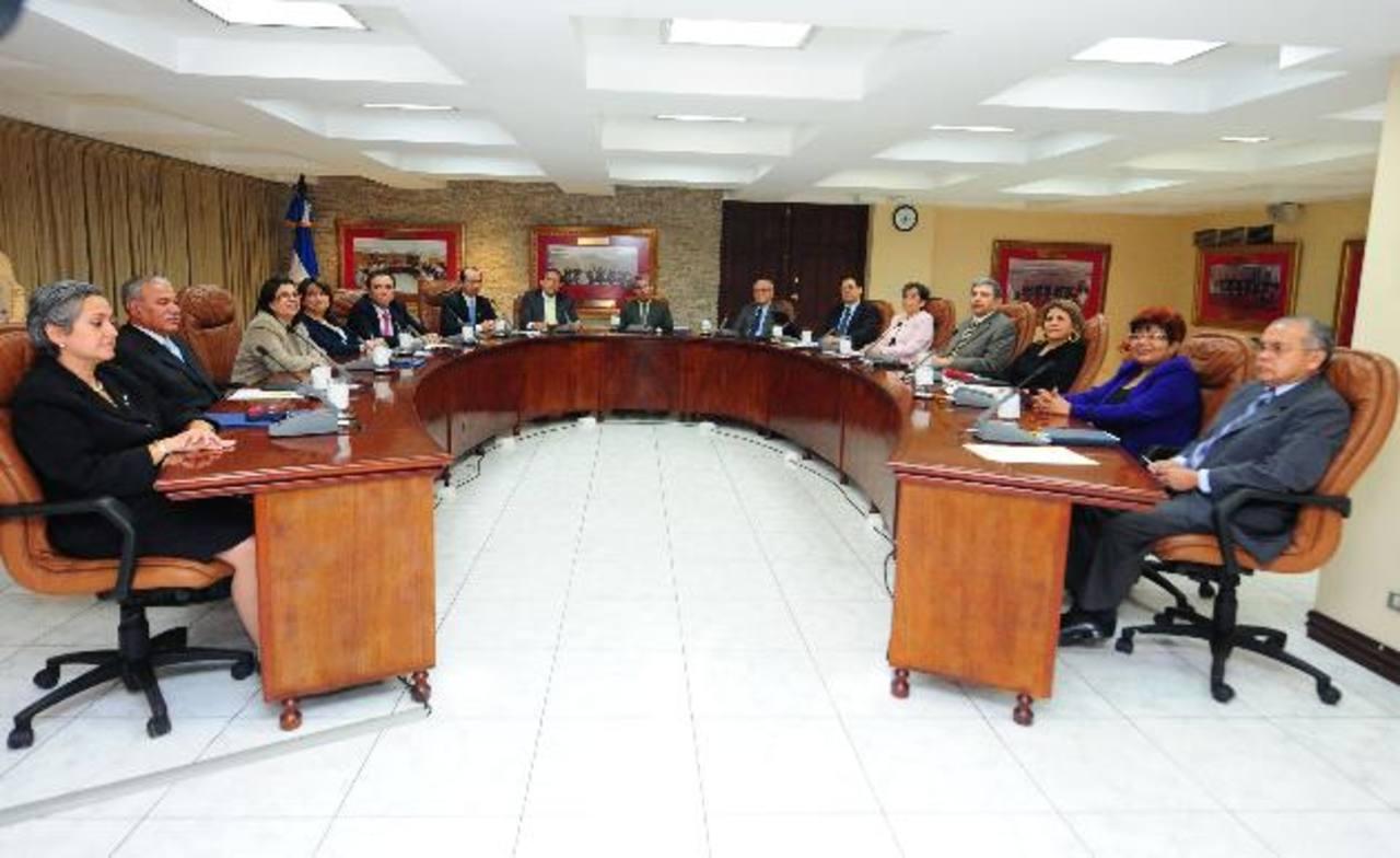 Nueve de los quince magistrados votaron a favor del proyecto de presupuesto de 2014, que debe ir a la Asamblea Legislativa para su posterior aprobación. Foto EDH / archivo