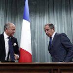 El ministro ruso de Relaciones Exteriores, Serguei Lavrov (der), tras una reunión con su homólogo francés, Laurent Fabius (iz). foto edh / reuters