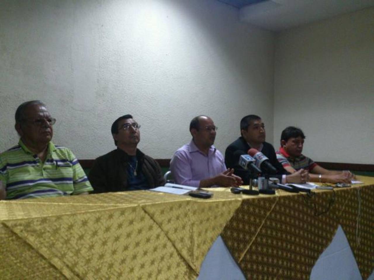 Roberto Soriano, presidente de ATP (Centro) dijo que pedirán se fiscalice manejo de fondos del VMT. foto EDH / Susana Joma