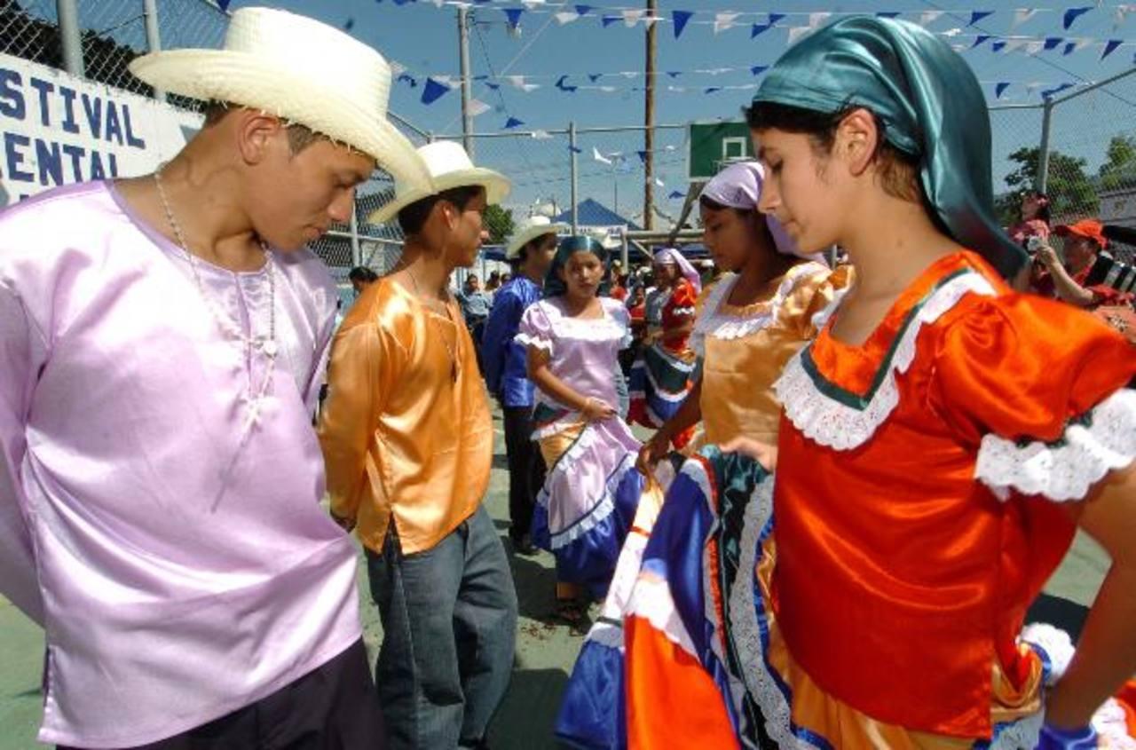 Los jóvenes se prepararon durante meses para participar del festival folclórico. Foto EDH / archivo
