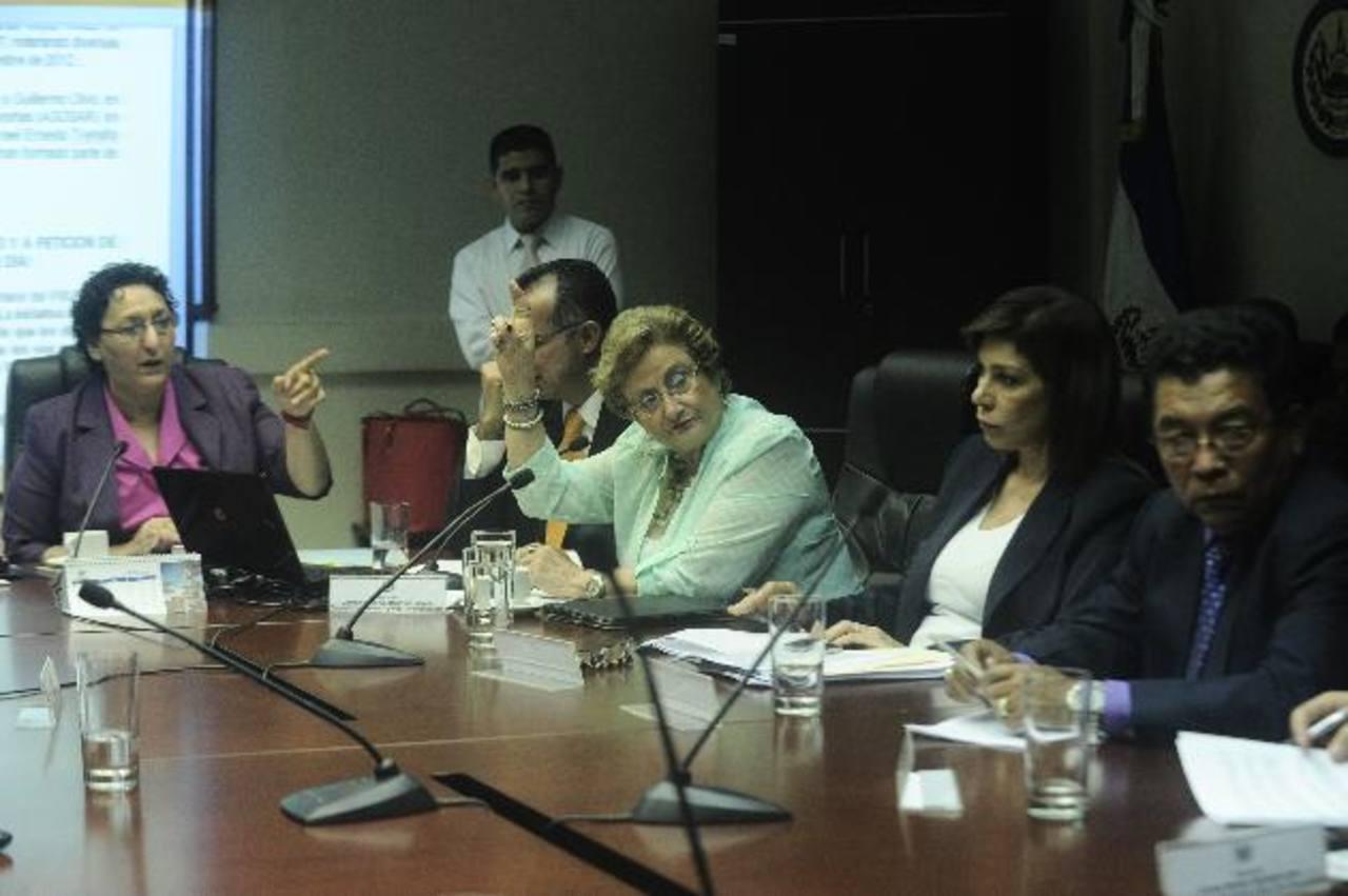 Lorena Peña y Carmen de Escalón creen que hay reserva en algunas partidas por motivos de seguridad. foto edh / archivo