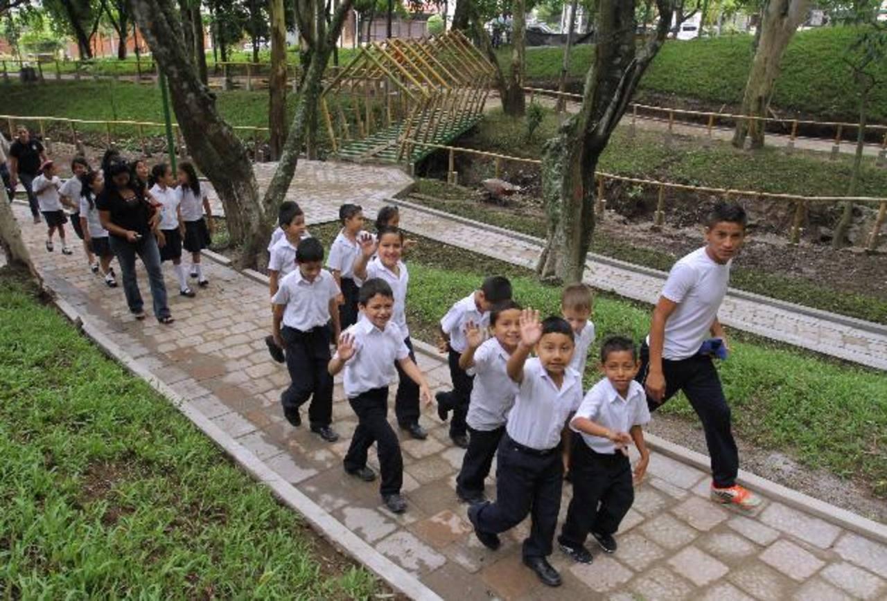 Instituciones educativas pueden visitar el parque, ya que cuenta con cinco manzanas de vegetación. Foto EDH / CORTESÍA